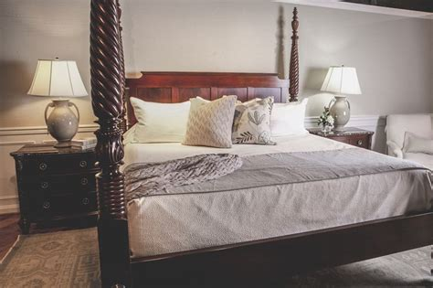 stickley st croix king bed with peacock alley linens