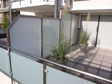 überdachung terrasse glas die 25 besten ideen zu sichtschutz aus glas auf
