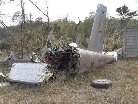 Momentos de terror vivieron los 96 pasajeros de un avión de la aerolínea tezjet, luego de que una de sus cuatro turbinas explotara cuando apenas llevaba media hora de vuelo. VIDEO: Cómo fue el accidente aéreo que dejó a dos personas ...