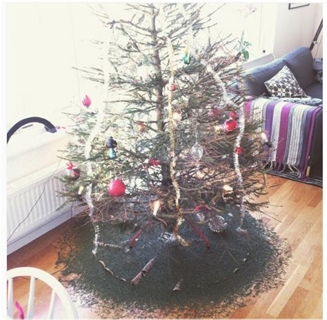 25 hilarious christmas tree fails that make charlie brown