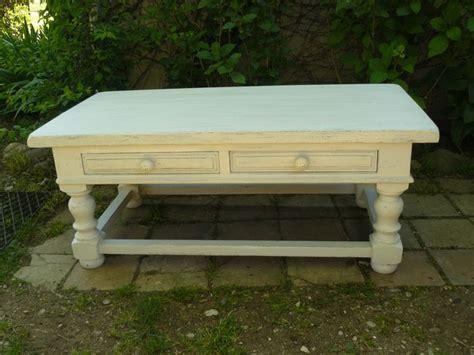 table basse en bois peinte en blanc cass 233 patin 233 et taupe tables