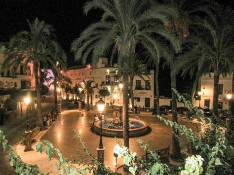plaza de espana fotografia de el jardin del califa vejer