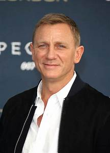 Daniel Craig and the cast of Spectre at photo call in ...  Daniel