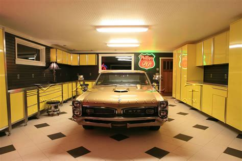 Garage Design Ideas With Cabinet And Hanger Compartment