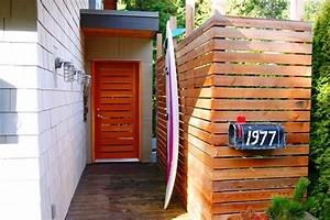 horizontal-slat-fence-Entry-Eclectic-with-bc-door-beach