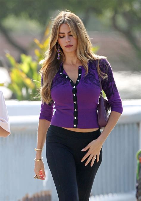 sofia vergara modern family set photos 06 gotceleb