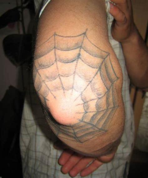 tatouage toile d araign 233 e sur coude le tatouage