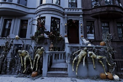homes  masterful halloween decorations