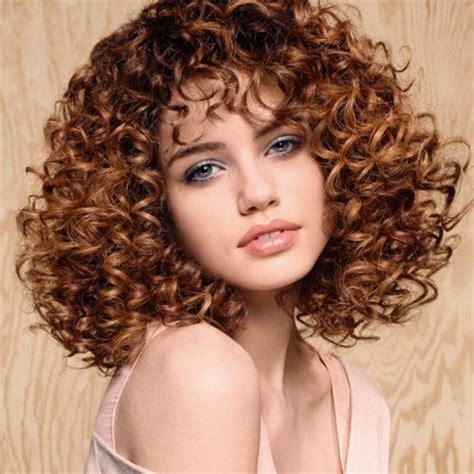 coupe pour cheveux tres frises