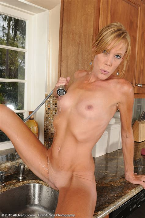 skinny milf stacey y make her peach wet milf fox