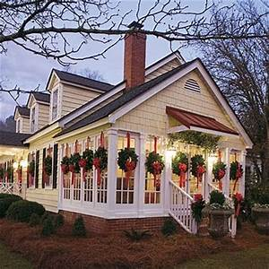 Willow Decor Holiday Decorating Wreaths in Every Window