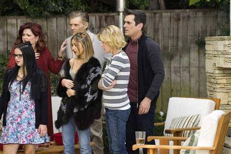 modern family season 8 modern family season 8 episode 10 photos ringmaster keifth seat42f