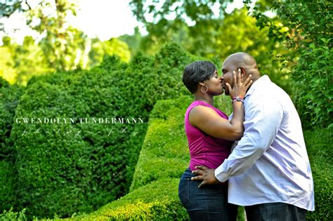 engagement photos at barnsley gardens adairsville