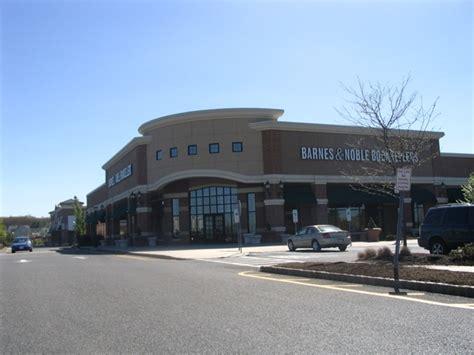 barnes and noble paramus retail buildings