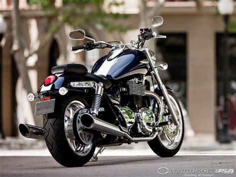 2010 Triumph Thunderbird First Ride Photos