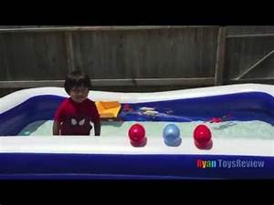 EGG SURPRISE TOYS playtime in the pool Spiderman Frozen ...