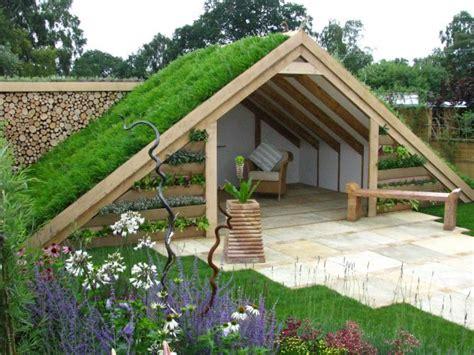 membangun model taman atap rumah unik  keren renovasi