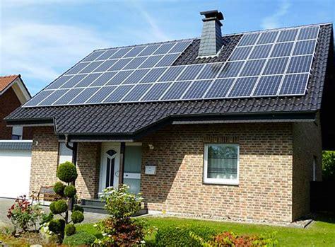 Saules māja: gaisma un siltums no saules enerģijas paneļiem