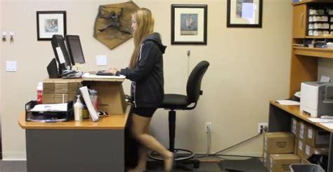 bureau debout des vidéos de bureaux debout