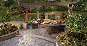 Patio design ideas using concrete pavers for big backyard for Patio ideas for backyard photos