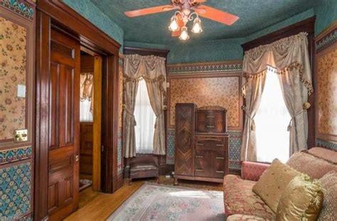 esta preciosa casa de estilo victoriano de  es una