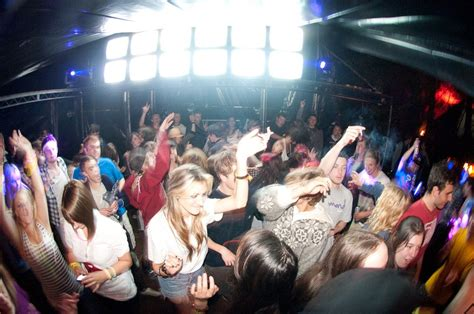 guardaroba discoteca l inutilit 224 guardaroba nelle discoteche uk salt editions