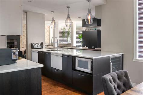 belles cuisines contemporaines armoire de cuisine contemporaine en bois et comptoir de quartz