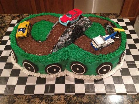 cuisine cing car race car cake food