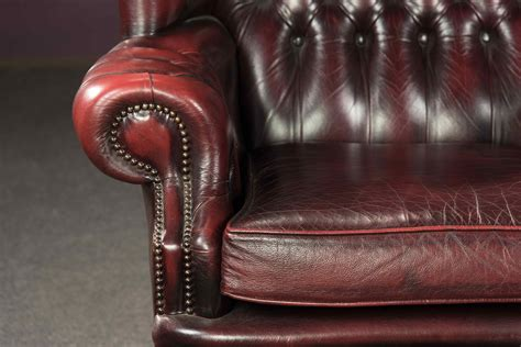 Poltrona In Pelle Bordeaux. Stile Chesterfield