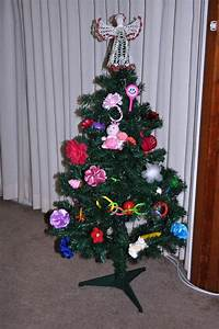 Mom Daughter Style: Toy Decorated Christmas Tree
