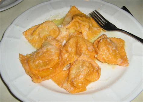 ricetta ravioli di zucca mantovani tortelli mantovani la ricetta originale con zucca e amaretti