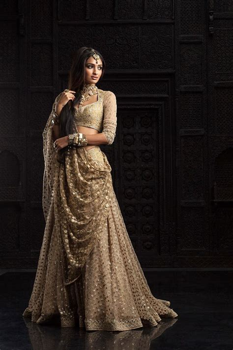 Bridal Lehenga Draping - 30 amazing ways to drape your lehenga dupatta