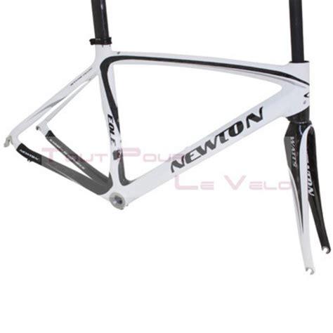 cadre montage velo route newton carbone eole 3k blanc noir argent t48 avec fourche pivot carbone et