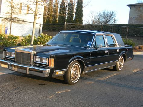 lincoln town car pictures cargurus