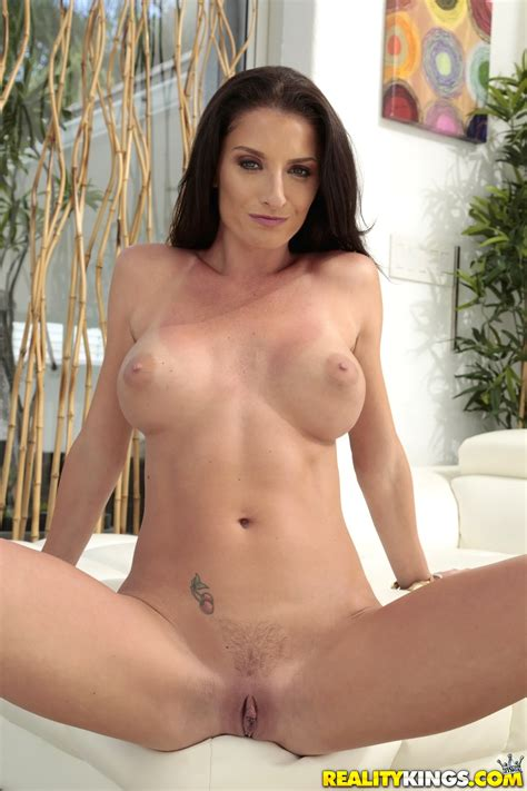 Silvia Saige Likes Vacations And Casual Sex Milf Fox