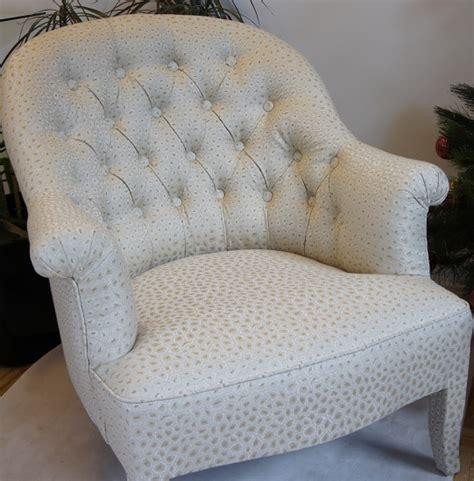 recouvrir un canapé en cuir le capiton tapissier décorateur