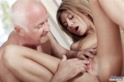 Old Men Eating Pussy Amature Housewives