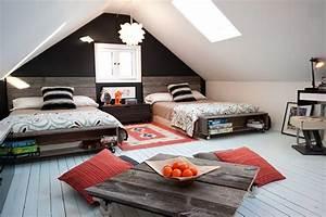 Wohnzimmer Gemütlich Gestalten : schlafzimmer dachschr ge gem tlich gestalten mit wandfarbe schwarz freshouse ~ Indierocktalk.com Haus und Dekorationen