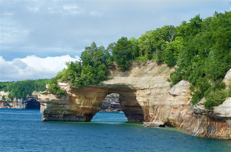 Boat Tours In Pictured Rocks by 2 Must Take Cruise Tours In Munising Michigan