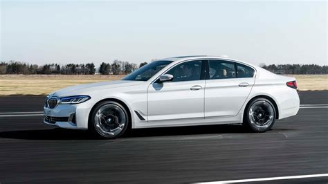 Detailed specs and features for the 2021 bmw 5 series including dimensions, horsepower, engine, capacity, fuel economy, transmission, engine type, cylinders, drivetrain and more. Updated 2021 BMW 5-Series luxury sedan pushes deeper into ...