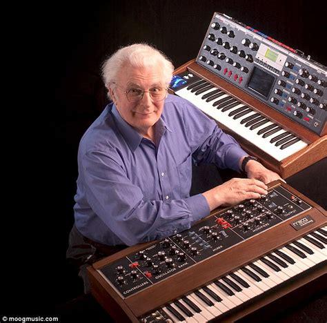 robert moog  synthesiser   play