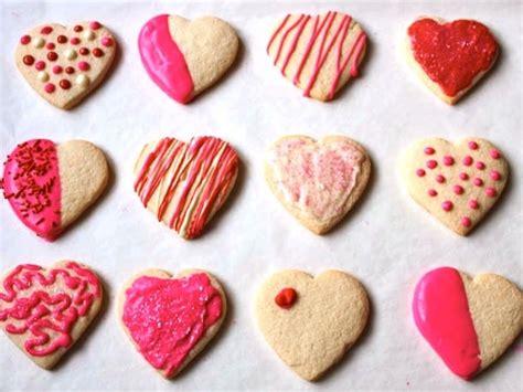 How to Decorate Valentine Sugar Cookies