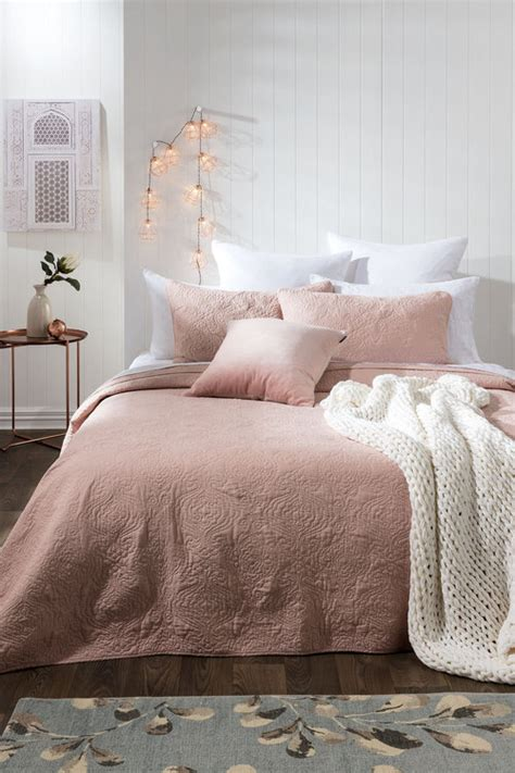 difference between duvet and comforter the difference between duvet covers and comforter daily