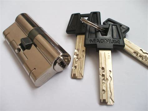 door security locks locksmiths wolverhton 07724 82 82 89 nearest