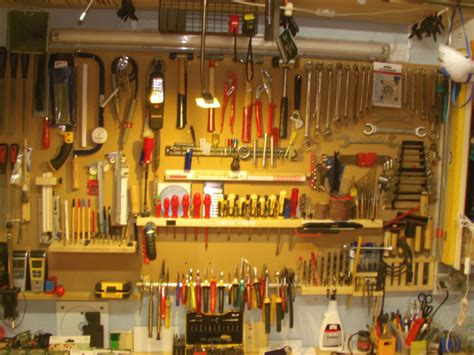Garage Werkzeugwand by Verschiedene Halterungen F 252 R Verschiedene Werkzeuge An Der