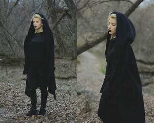 vladyslava kozachyshche black robes zara shirt pull With robe pull nike
