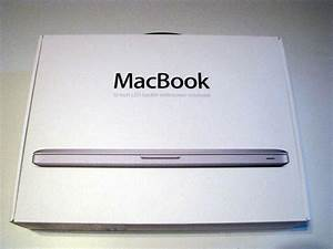 """High-quality unboxing photos: late 2008 13"""" MacBook"""