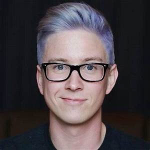 Tyler Oakley brings book tour to Naperville – Central Times