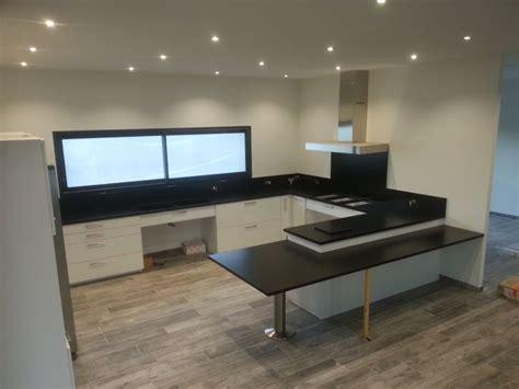 comment poser un plan de travail dans une cuisine plan de travail cuisine en granit noir du zimbabwé