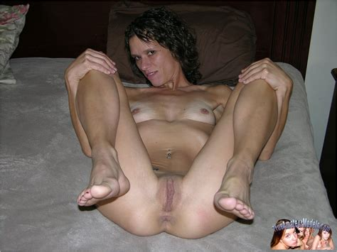 nude skinny milf spreads stacey
